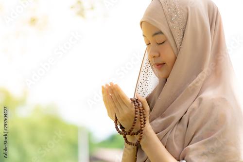 Carta da parati  Young woman muslim Duas