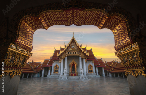 Fotografia  The Marble Temple, Wat Benchamabopitr Dusitvanaram in the morning, Bangkok Thailand