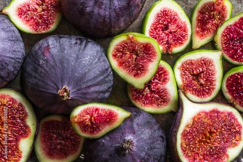Stampa su Tela Fresh ripe fig halves. Blue fruit of figs, background