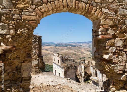 Photo Il borgo abbandonato di Craco vicino matera in Basilicata