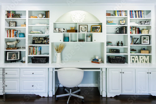 Fotografía Indoor home office with desk and built in wood shelving