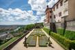 Der sonnige, frühsommerliche Fürstengarten im Renaissance-Stil auf der Festung Marienberg in Würzburg am Main, Deutschland