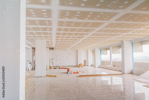 Fotografie, Obraz gypsum board ceiling structure and plaster mortar wall painted foundation white