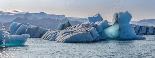 Photographie  Floating icebergs in Jokulsarlon glacier lagoon, Iceland