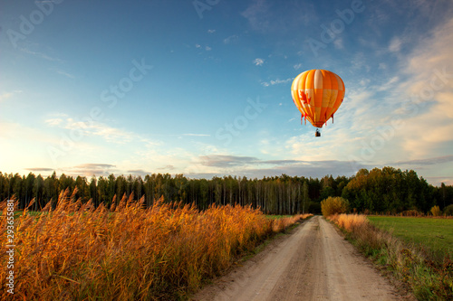 Tuinposter Ballon Autumn is a romantic balloon flight at sunset, high above the field.