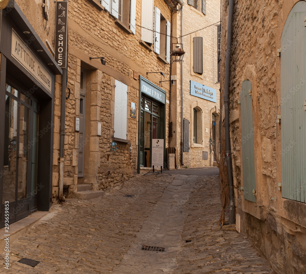 Alley in the old town of Gordes, Vaucluse, Provence-Alpes-Cote d'Azur, France, Europe