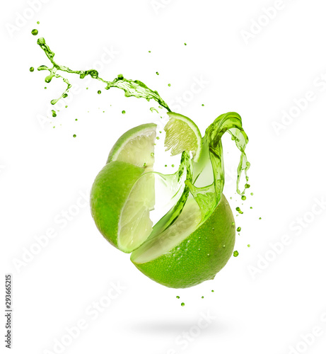 Valokuva Juice splashes out of a cut lime on a white background