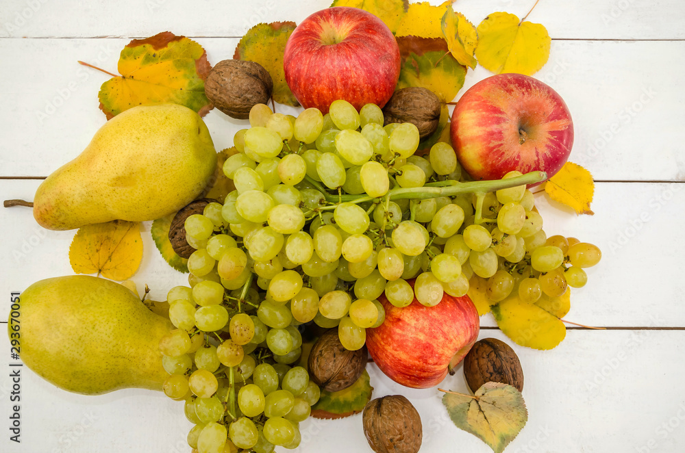 Fototapety, obrazy: fruits on white. Apples, pears and grapes. Close-up. Beautifully laid out fruits on a  table.