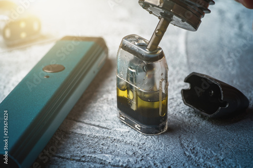 Fotografía Refill with e-juice or liquid with salt nicotine of replacement cartridge for va