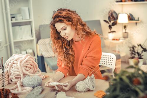 Pinturas sobre lienzo  Amazing red - haired woman enjoying her hobby