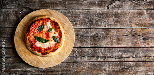 Foto op Canvas Brood Fresh Homemade Italian Pizza Margherita with basil