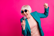 Portrait Of Her She Nice-looking Attractive Lovely Cheerful Gray-haired Lady Singing Cool Hit Spending Weekend Isolated On Bright Vivid Shine Vibrant Pink Fuchsia Color Background