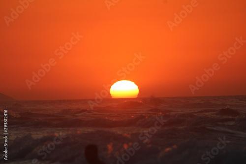 Coucher de soleil pris a une plage nommé petit paradis Canvas Print