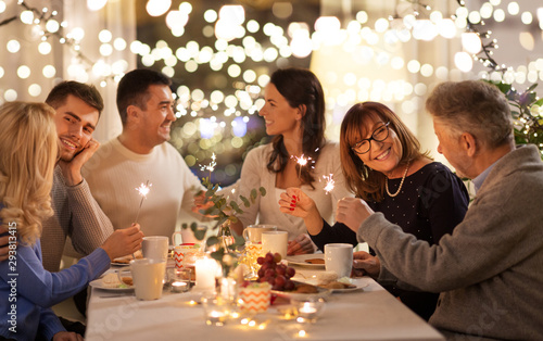Fotomural celebration, holidays and christmas concept - happy family with sparklers having