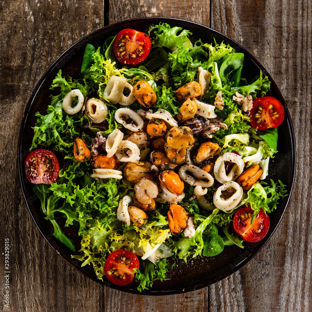 Fototapety, obrazy: Salad with seafood and vegetables on wooden table