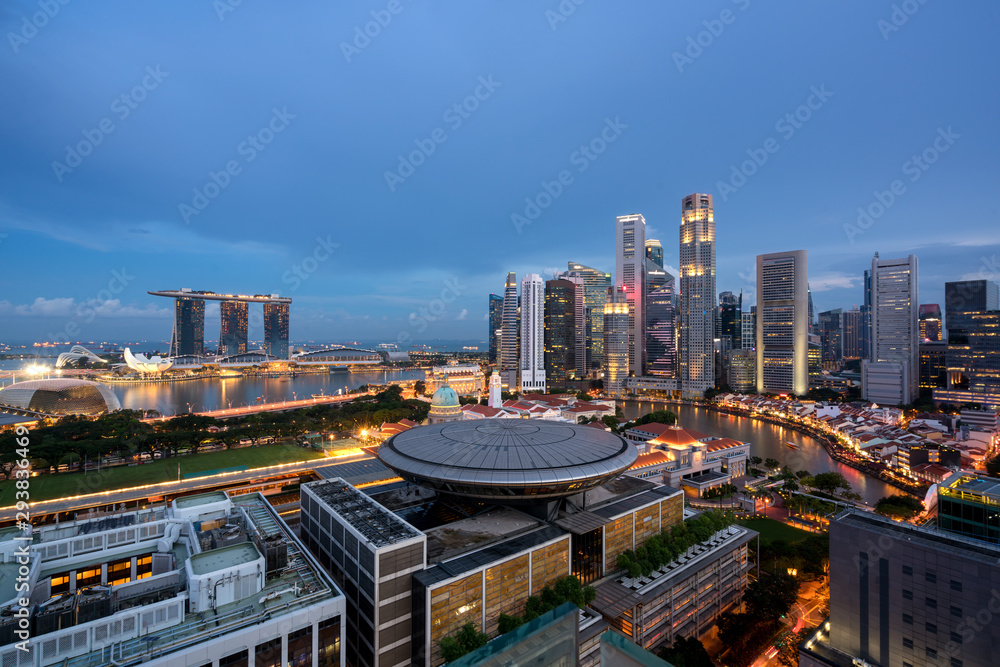 Fototapeta Panorama of Singapore business district skyline and Singapore skyscraper with Supreme Court in night at Marina Bay, Singapore.