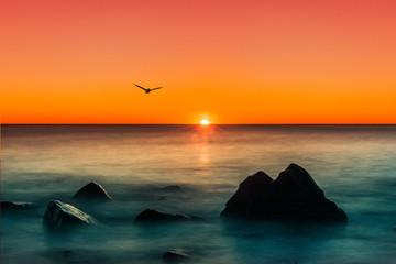 Obraz na Szkle Krajobraz Schöner Sonnenuntergang über dem Horizont des Ozeans
