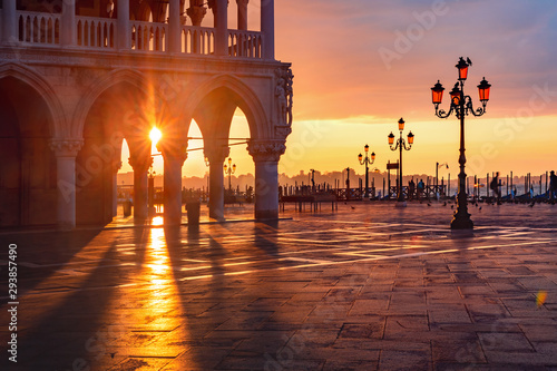 Fotobehang Oude gebouw San Marco square at sunrise, Venice, Italy