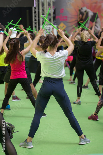 Cuadros en Lienzo Fitness Workout at Gym: Exercises with Music and Green Drum Stick