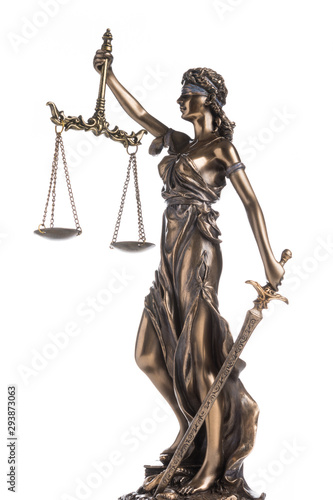 Photo The statue of justice Themis or Iustitia isolated on white background