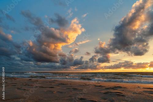 Montage in der Fensternische Cappuccino Sun sunset on autumn beach dramatic sky on background