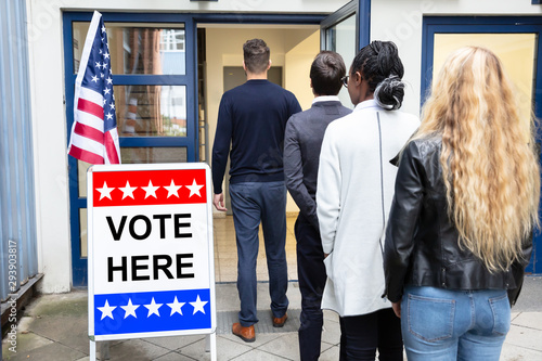 People Standing Outside Voting Room Fototapet