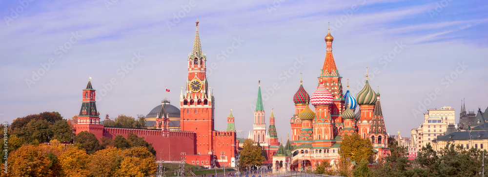 Fototapety, obrazy: Spasskaya Tower, the Moscow Kremlin and St. Basil's Cathedral. Architecture and sights of Moscow.