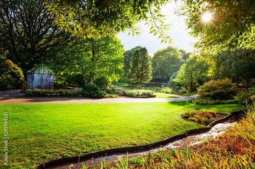 Foto auf Leinwand Lime grun Autumn city park with bird aviary.