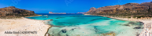 Fotomural  Amazing aerial panoramic view on the famous Balos beach in Balos lagoon and pirate island Gramvousa