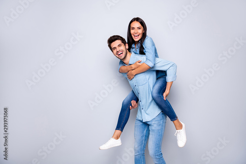 Photo Profile photo of funny guy and lady holding piggyback playing leisure game rejoi