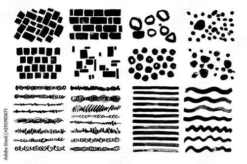 Zestaw linii artystycznych czarny grunge. Kręcone, chaotyczne, niechlujne pociągnięcia. Ręcznie rysowane cegły, kropki, wzory.