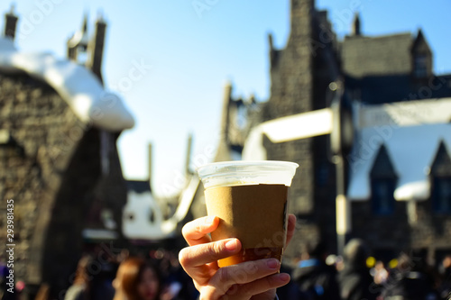 Hand on BUTTERBEER during the crowd.