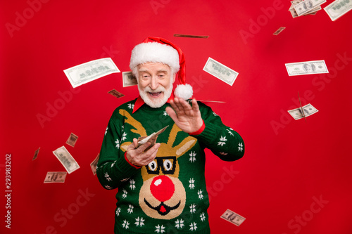 Fotografía Portrait of funny funky crazy grey white hair beard old man wear santa claus hat