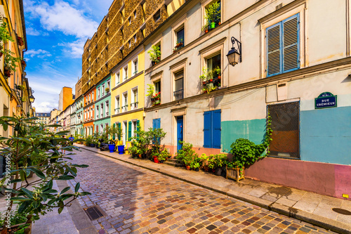 Photo sur Toile Pays d Europe Cremieux Street (Rue Cremieux), Paris, France. Rue Cremieux in the 12th Arrondissement is one of the prettiest residential streets in Paris. Colored houses in Rue Cremieux street in Paris. France.