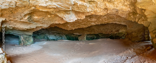 Photographie Cyclops Cave on the Mediterranean coast. Cyprus.