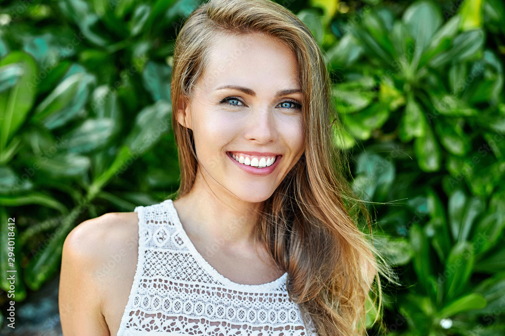 Fototapeta Amazing beautiful woman with perfect smile - close up