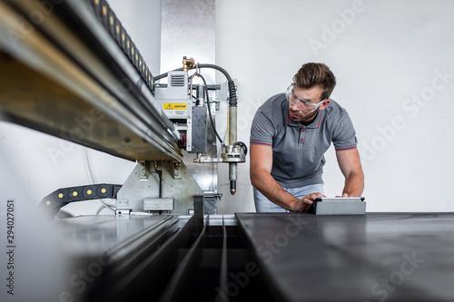 Cuadros en Lienzo Young engineer setup plasma cutter for work in metalwork workshop