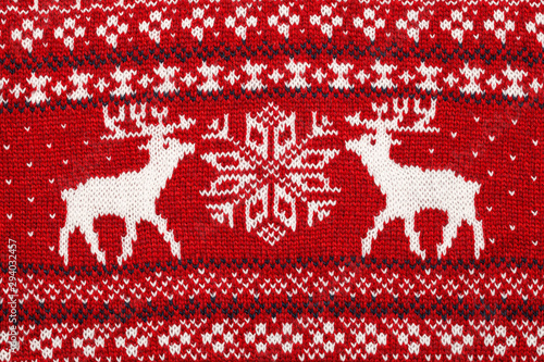 Red knitted elks and snowflake  traditional cristmas ornament Fototapet