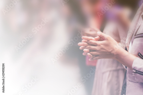 Photo  Soft focus of Christian worship with raised hand,m