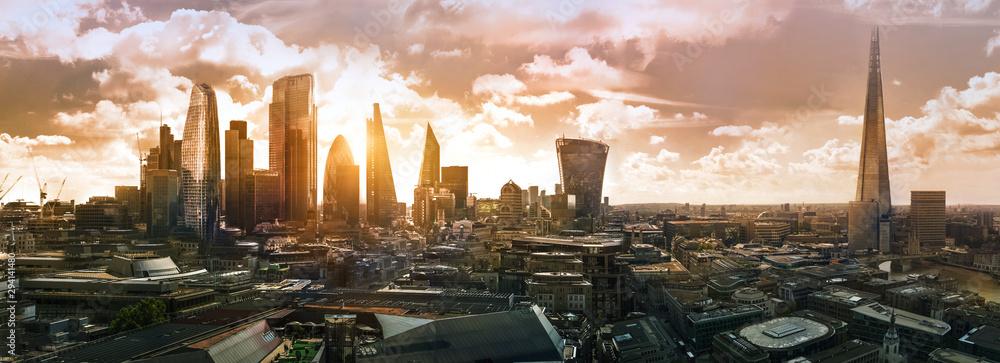 Fototapeta City of London at sunset. Modern skyscrapers of the financial area. UK, 2019 - obraz na płótnie