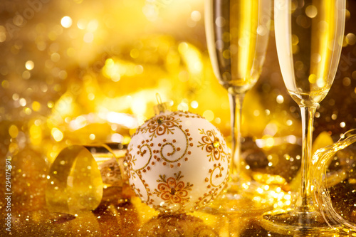 In de dag Alcohol Holiday Champagne Flute over Golden glow background. Christmas and New Year celebration. Two Flutes with Sparkling Wine over Holiday Bokeh Blinking Background. Table setting, decoration.