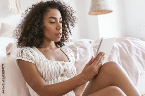 Fotografie, Obraz Shocked brunette female person reading income message