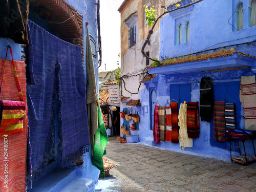 Autocollant pour porte Ruelle etroite City streets view Chefchaouen Blue town in Morocco Africa