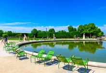 Tuileries Garden Is Public Gar...