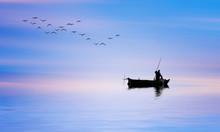 Pescador En Su Barco De Madera...