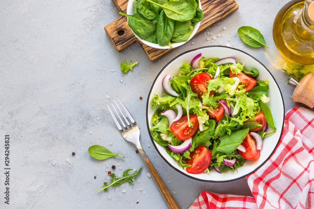 Fototapety, obrazy: Green salad from fresh leaves and tomatoes.