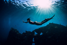 Free Diver Girl In Pink Swimwe...