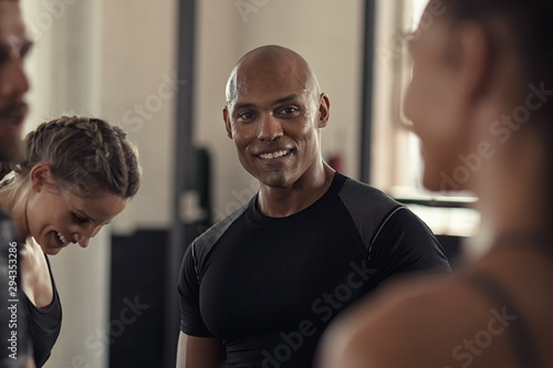 Fitness people talking in gym - 294353286