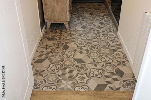 Obraz na plátně Carreaux ciment gris dans salle de bain, décoration intérieure maison