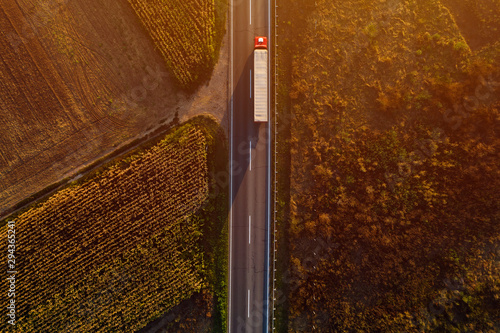 Fotomural Truck on the road in sunset, top view